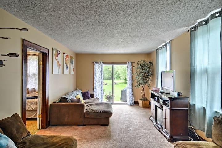 Depew Apartment w/Yard - 35 mins to Niagara Falls!