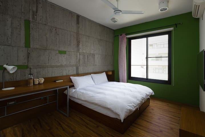 1分鐘台中勤美誠品 5-2全新電梯獨棟 Taichung標準雙人房
