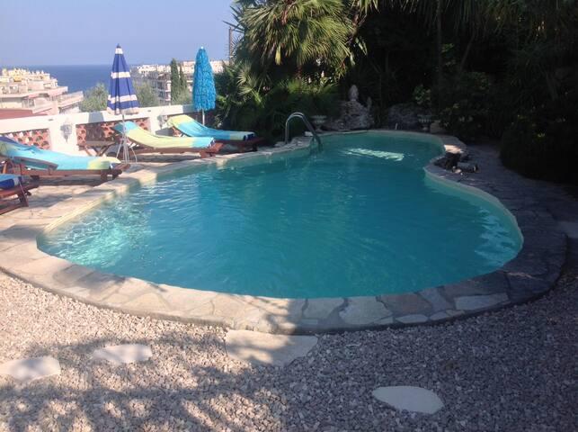 appartement indépendant dans villa piscine vue mer