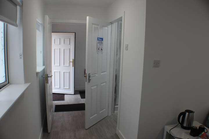 Medium En-suite Twin Room Veg B&B near M74