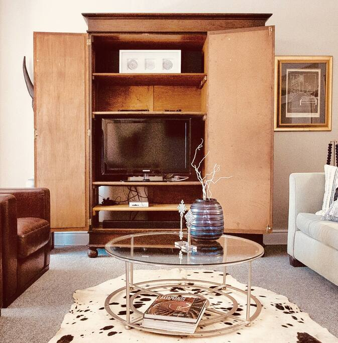 TV cabinet, entertainment unit, netflix, DVD player and Blu Ray, wireless speaker.
