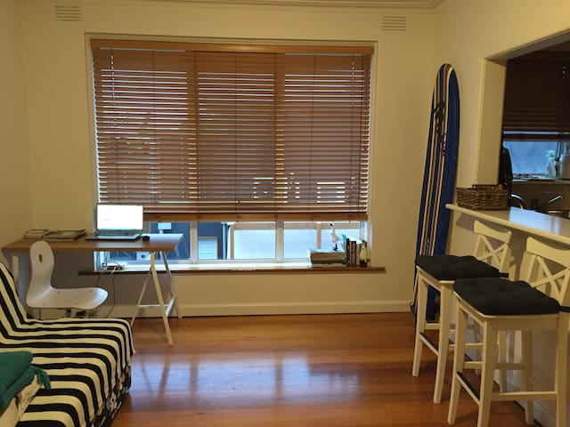 Cozy 1 Bed Appt with ocean smells and summer mood - Saint Kilda - Byt