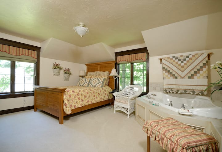 The Roost B&B:  Meadow Suite