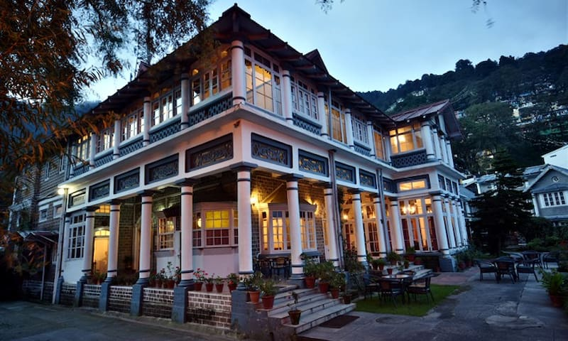 Standard Rooms at The Belvedere Palace - Nainital - Hotel warisan budaya (India)