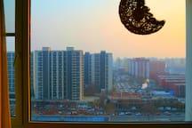 窗外的夕阳
