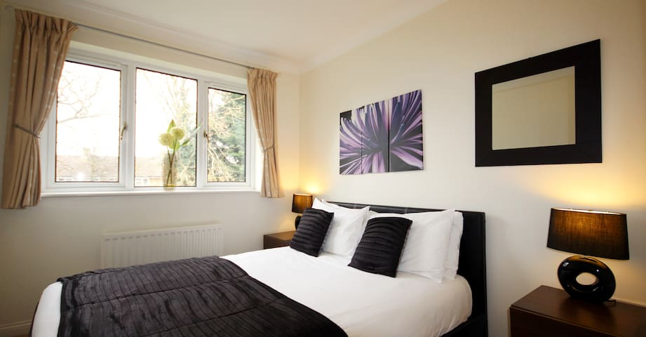 GP Fully Serviced Apartment, Free Wi-Fi, SKY - Bracknell - Appartement