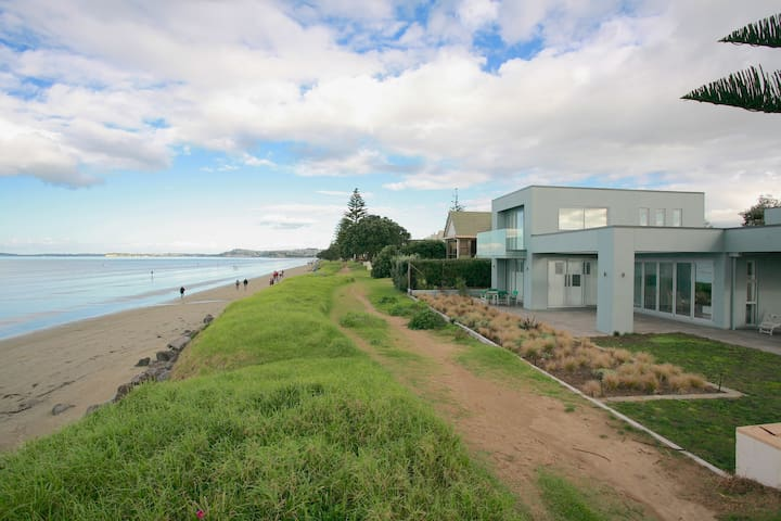 Beachfront With Uninterrupted Views - Orewa