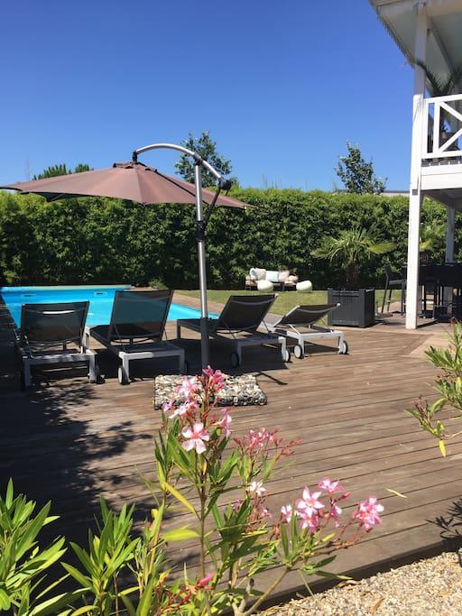 jardin , piscine , trampoline