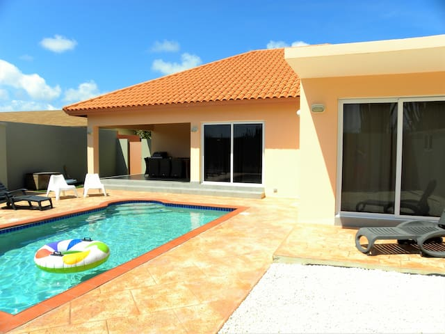 Family Minded - 4 bedrooms - Clean - NORTH - Pool - Noord - Villa