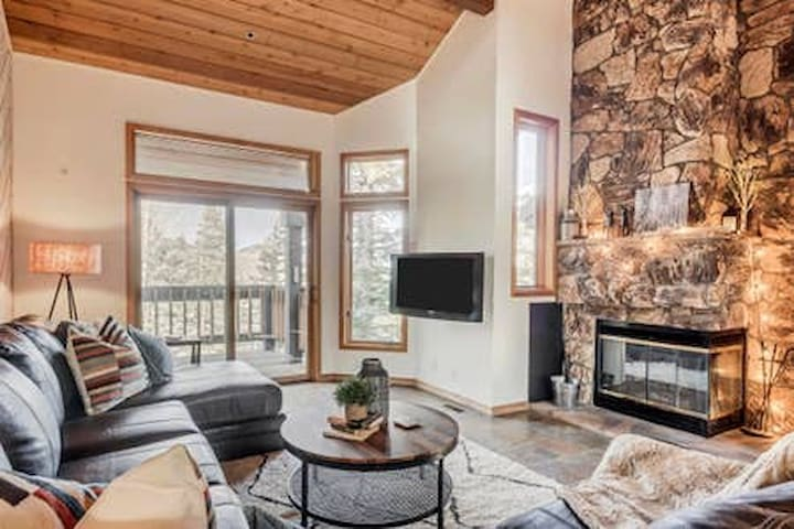*New Listing* Ski Out Retreat in Upper Deer Valley
