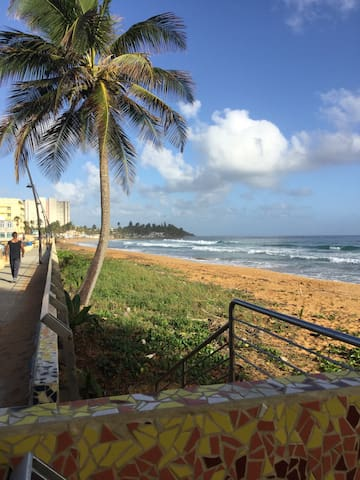 A few short blocks from beach!! - Luquillo