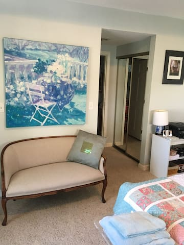 Beautiful Bright Large room with private bath - Uxbridge - Condominio