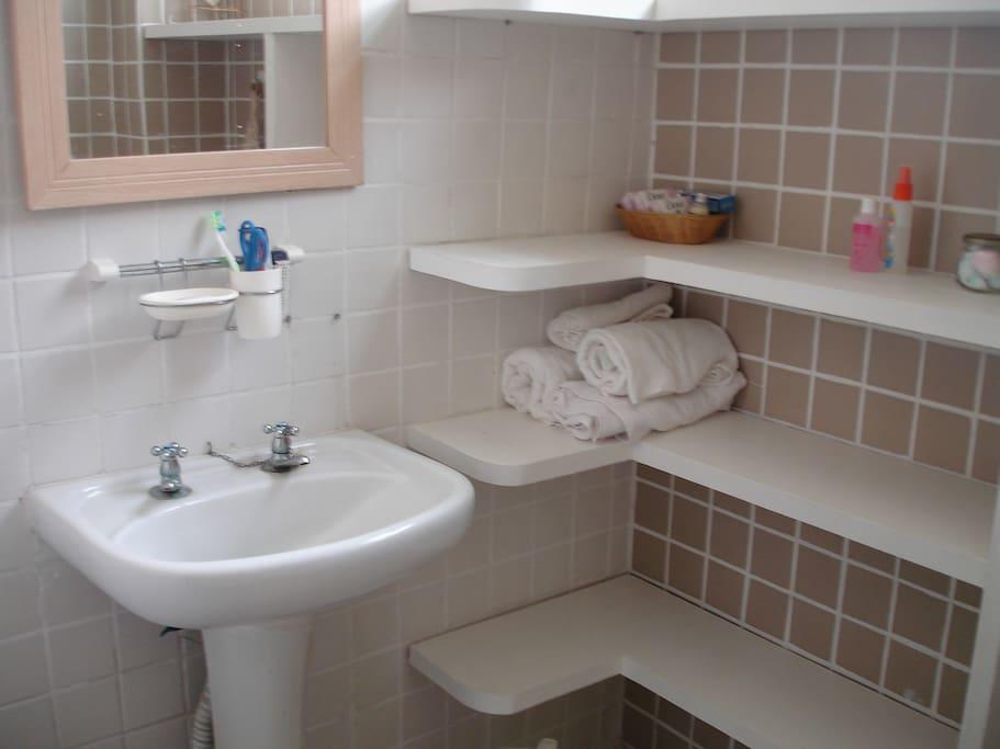 Banheiro / Bathroom.