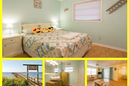 Cute Clean Yellow Room Near Beaches - Palm Harbor