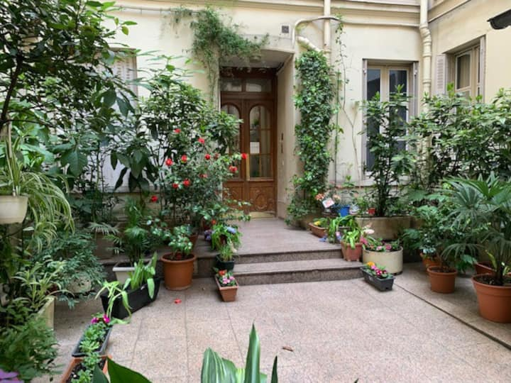 Sweet home studio near Notre Dame