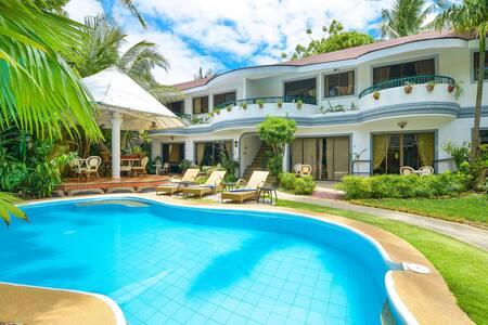 Family Apartment near White Beach w. Kitchen/ Pool - Malay