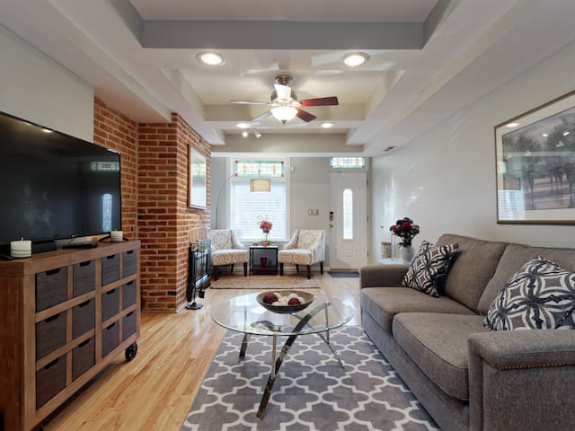 Entire Upper Fells Point Three Bedroom Beauty!