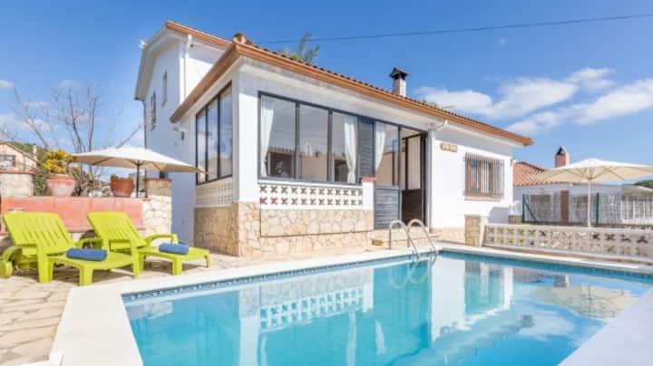 Villa con piscina para 6 personas. wifi