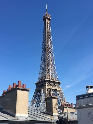 Studio vue imprenable sur la Tour Eiffel !!!