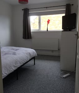 Modern Spacious Double Bedroom - Billericay