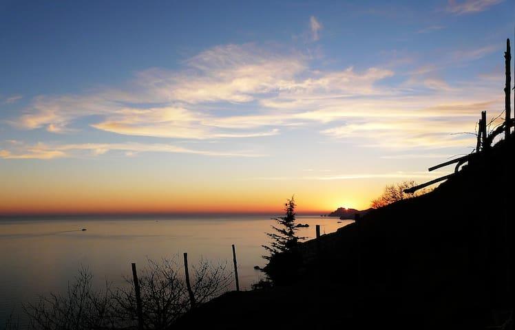 Amalfi Paradiso a picco sul mare