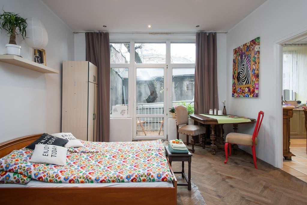 The room's decorated by Kinga according to her sense of aesthetics. Have a look at the zebra on the wall. It is a symbol of strong individuality and commitment to the herd.