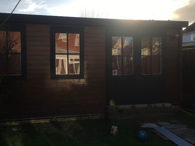 Brand new Garden Room cabin with ensuite bathroom