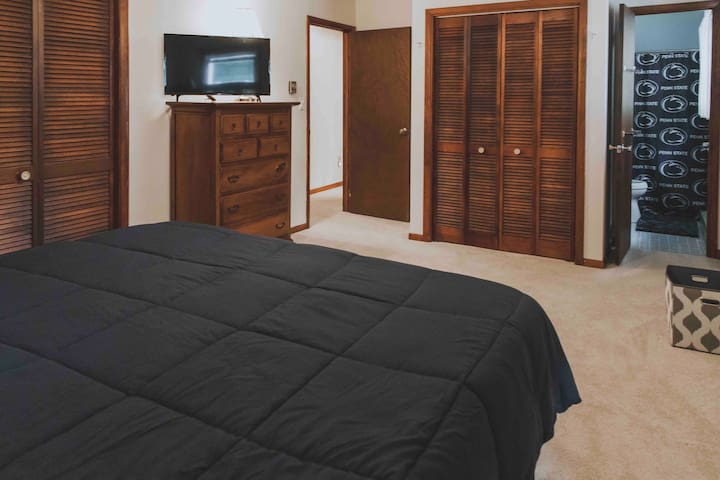 Master bedroom with king size memory foam mattress.