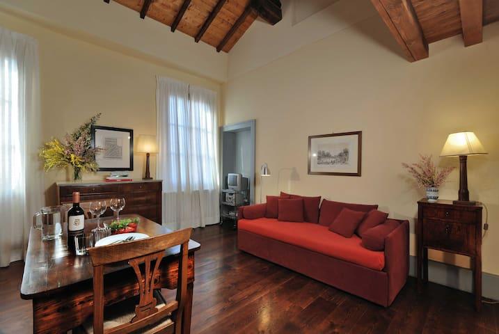 Lilium - studio apartment in historic Farmhouse