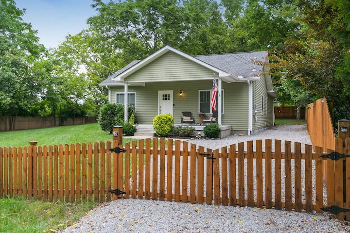 Foxland: Private Gated Home Minutes From Downtown!
