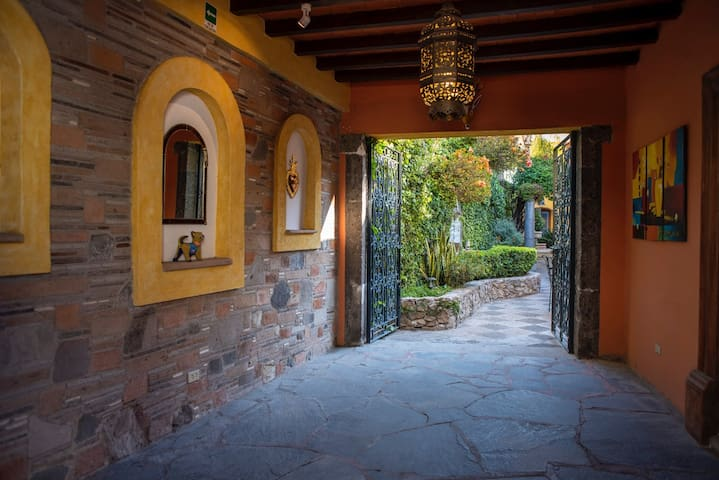 Cozy Home in the Heart of San Miguel