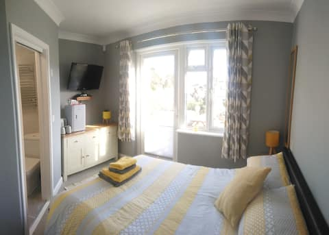 St.Ives, Private entrance, ensuite, 5mins to beach