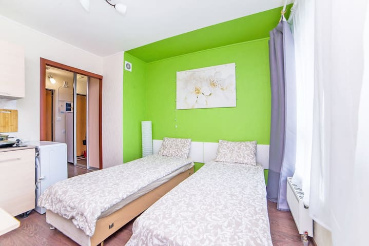У нас могут разместиться гости на двух отдельных односпальных кроватях.
