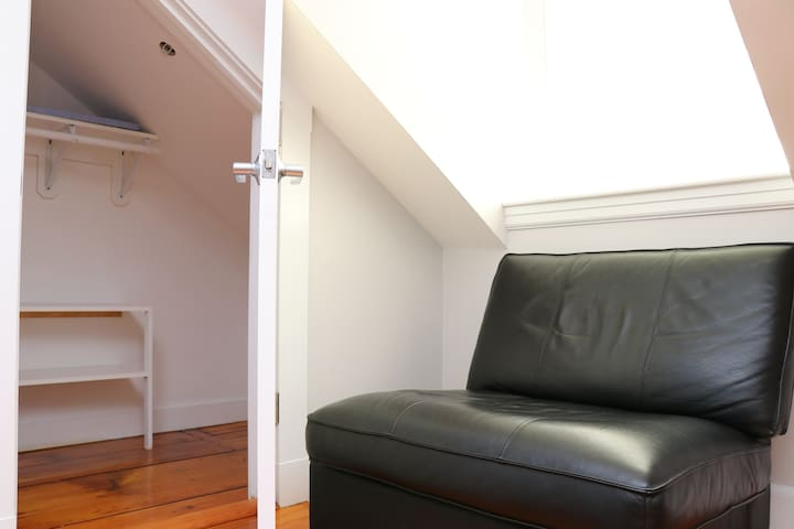 Downtown Beacon Hill, Convenient, Comfy Studio #14