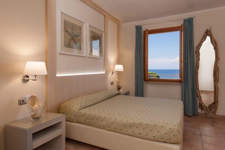 BOUTIQUE HOTEL ILIO • Triple room_balcony_sea view