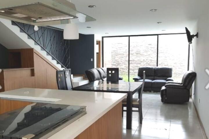 Amplia Casa Moderna,excelente ubicación en Cholula
