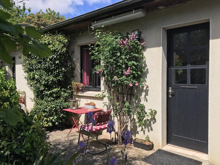 Studio indépendant donnant sur le jardin