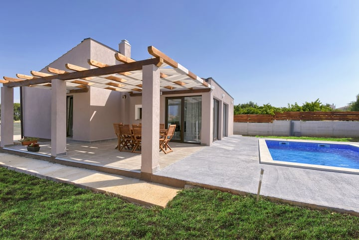 Bobo family house with Pool and 2 bedrooms