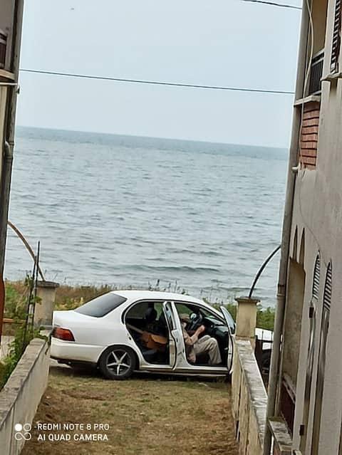 Önü Deniz, Arkası Göl Şirin Bir Aile Yazlığı