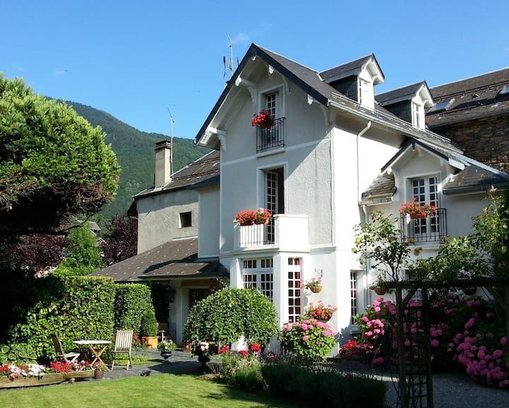 Beautiful villa and garden in amazing location