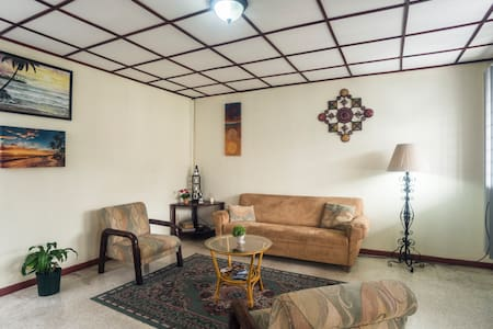 Comoda habitación privada en Los Yoses