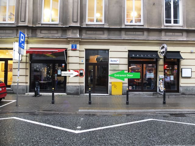 Entrance from Zgoda street