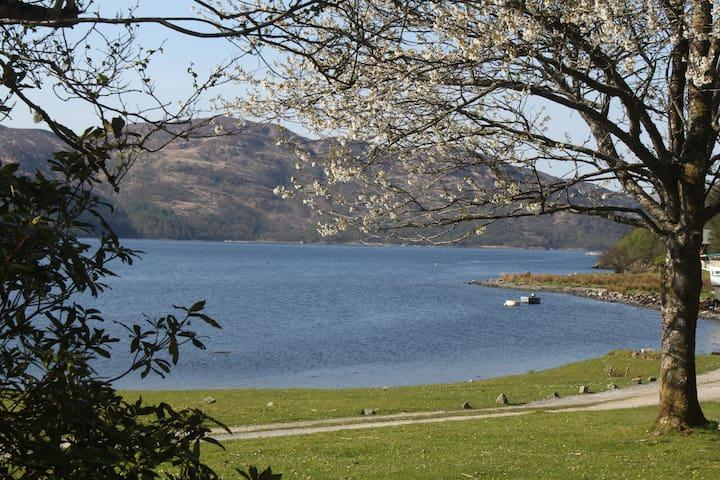 Tigh Bhaan, Ardnamurchan, Loch Shore House - Acharcale - Bungalow