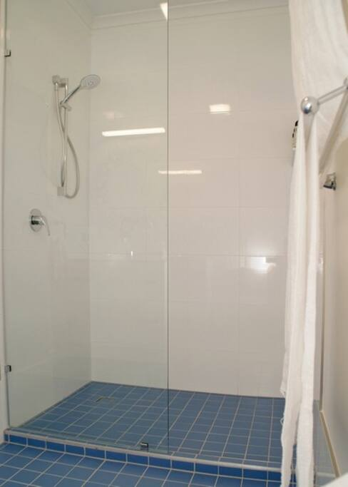 Large shower recess