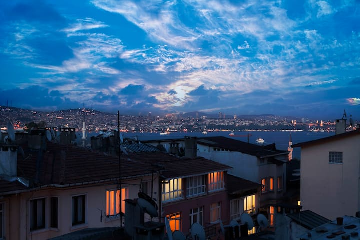Wonderful Istanbul View with 2 Terraces