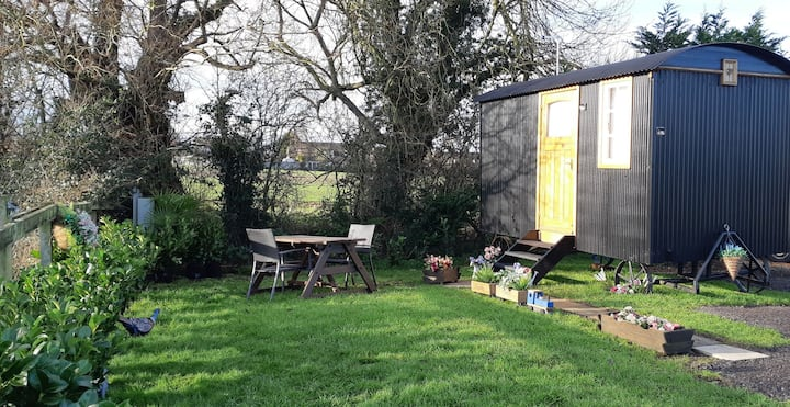 Gorgeous Shepherds Hut on Cambridgeshire farm
