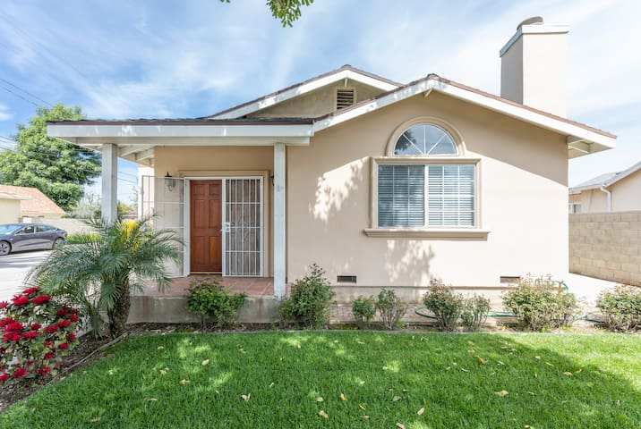 Spacious private front house, laundry and kitchen