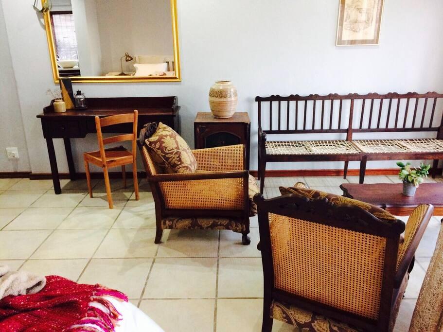 Desk (internet access) and lounge area