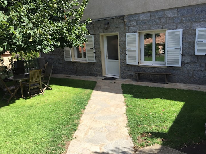 Appartement de 100 m2 rdc de villa