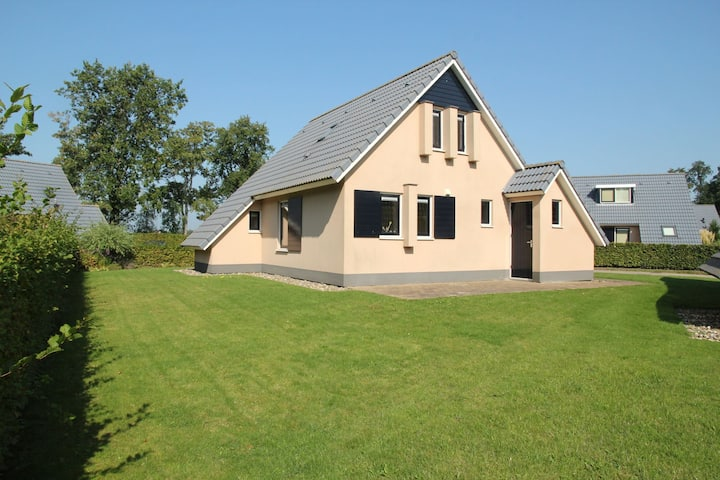 Serene Holiday Home in Gaasterlân-Sleat with Garden